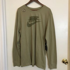 Nike Men  Tee Sportswear Athetic Cut Shirt